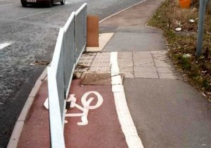 cycle-lane-straddle.(from suffolkcycleing)