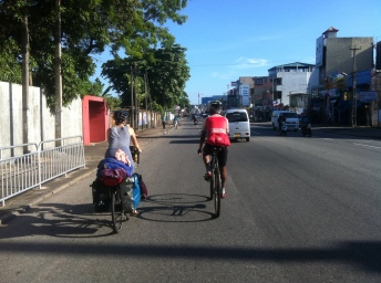 Raj shielding Ellie from traffic, showing us some of Sri Lankas cycling ettiquette
