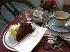 the coffee and cake highlight of the trip, my favourite cake from the very kitchen it was invented in! The posh af Sacher Torte! A MUST!